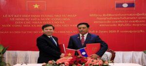 Viện trưởng Viện Kiểm sát nhân dân tối cao Việt Nam Lê Minh Trí và Viện trưởng Viện Kiểm sát nhân dân tối cao Lào Khamsan Souvong